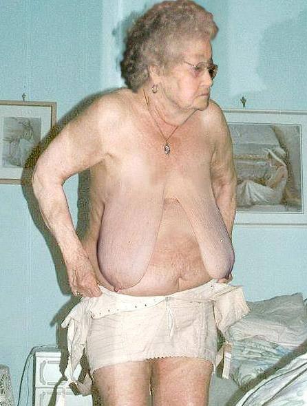 huge tits bikini shemale